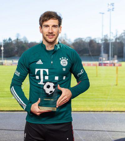 Goretzka_201207-DeutscherFußballBotschafterEhrenpreis_I0A3934_eng