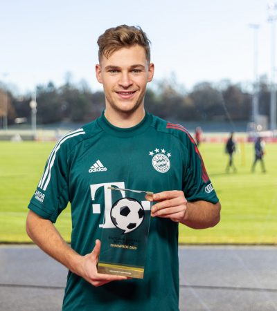 Kimmich_201207-DeutscherFußballBotschafterEhrenpreis_I0A3916_eng